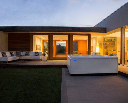 STIL modern hot tub evening